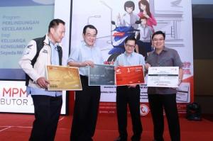Wito (kedua dari kiri) memperkenalkan OHC